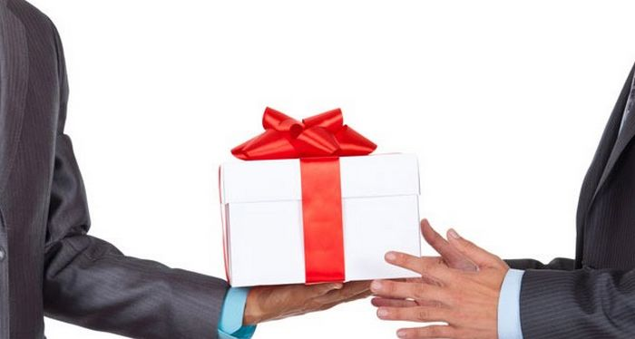 Votre patron doit-il vous offrir un cadeau à Noël ?