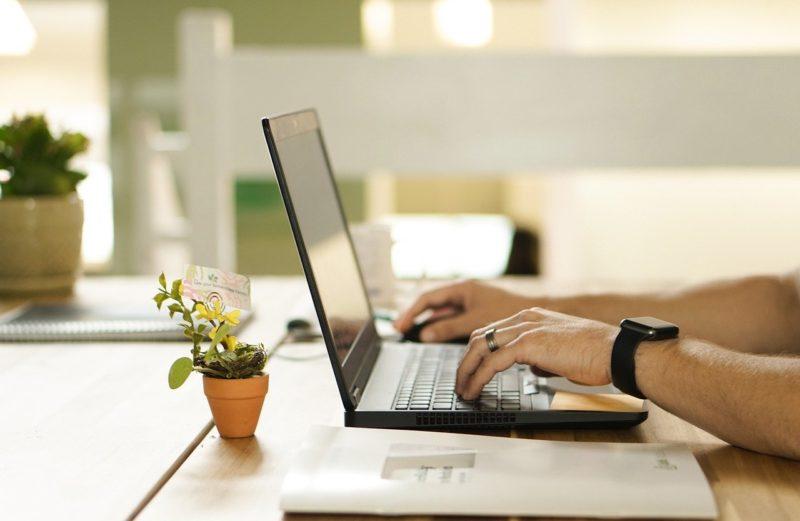 Quels sont les avantages de la dématérialisation des documents au sein d'une entreprise?