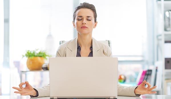 Méditation : un moyen pour être plus productif au travail